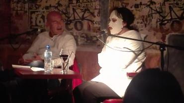 Мина Мау представи новия си роман зад маска и в усмирителна риза