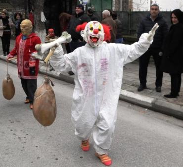 Кукери и орки изгониха злите сили на Сирни Заговезни в Първенец (ГАЛЕРИЯ)