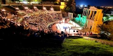 Най-древната сцена представя грандиозни спектакли под отрито небе