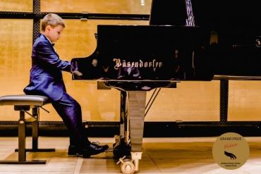 8-годишният пианист Борис Дюлгеров получи ново световно признание
