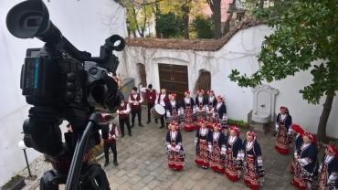 Експозициите на Градската галерия в Стария град – снимачна площадка за Ансамбъл Тракия
